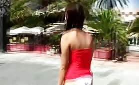Valentina Nappi la sexy porcona da Scafati, sbattuta in figa da grosso randello