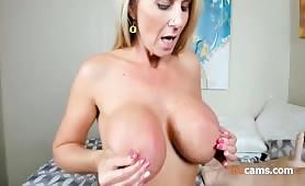 mamma americana super tettona in cam nuda