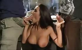 Aurora Oliveira, calda escort brasiliana gode in orgia con doppia penetrazione
