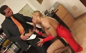 La Toya Lopez scopata e sborrata in ufficio