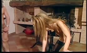 Cristina giovane lolita inculata dal cazzo grande maturo