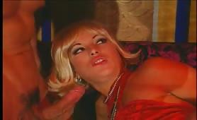 Valentina Valli in doppia penetrazoine