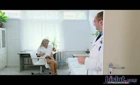 Veronica Carso - La bella teen fottuta dal ginecologo