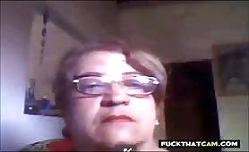 La nonna brasiliana mostra le sue tette