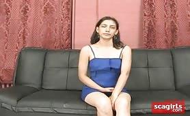 Donna ecuadoriana dolorante nel suo primo video porno