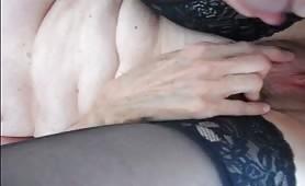 si masturba sulla figa allargata