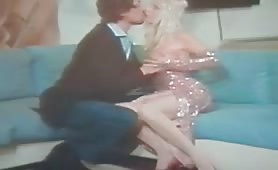 Cicciolina scopata e sborrata sulla figa in scena di sesso classico