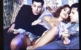 Simona Valli, porcona rossa gode in orgia vintage con doppia penetrazione