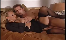 Una favolosa orgia porno con due sexy milf maggiorate inculate