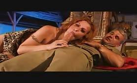 Asia D'argento cavalcata anale in porno militare