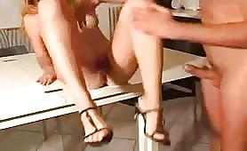DolceSara inculata sul tavolo della cucina