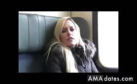 Esibizionista t ditalino e sesso nel treno