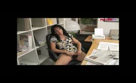 Sharon Petri- Donna manager cougar si fa leccare la fregna