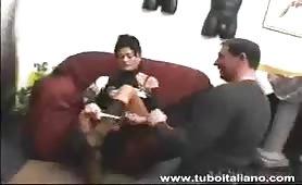 Mary Orsini matura porca fa sesso sul divano