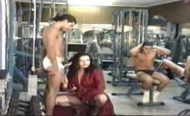 Jessica Rizzo orgia con anale in palestra