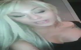 Noemi Blonde - SPiega come si fanno i pompini di gola profonda