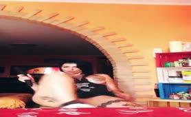 Lady Muffin moglie tettona bona con il vibratore