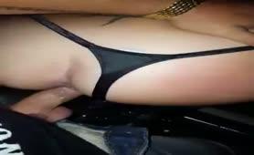 Scopata in auto con orgasmo di lei ed ingoio