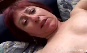Coppia ama essere guardata- Lei gode con il vibratore nel culo