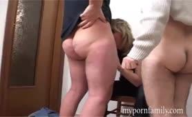 Orgia con il direttore e la zoccola matura