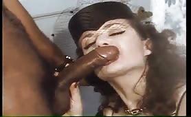 Jessica Rizzo scopata dal cazzone nero in porno classico
