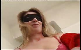 Audizione porno amatoriale in ufficio con milfona bionda