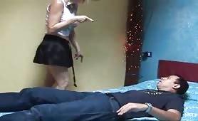 La cougar matura si fa fottere dal venditore porta a porta