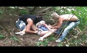 Nonna abusata nel bosco da due tizi