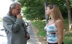 Jessica Ross, stupenda albanese incontra un stallone maturo