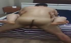Marito cornuto napoletano si fa fottere la moglie da bull