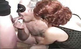 coppia matura con lei bisex che si fa inculare
