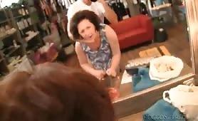 nonna porca pompino in negozio al cazzone