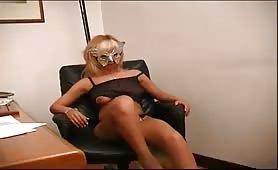 Sesso in ufficio con  stella segretaria porca