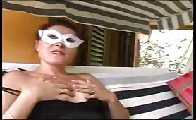 Diana teen dagli occhi vedi ditalino
