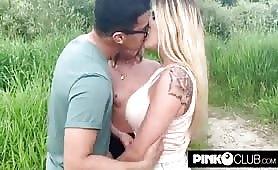 Marica Chanelle  ed amica bona orgia nel parco