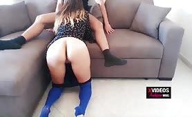 Moglie in lingerie blu sexy scopata sul divano