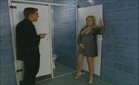 Edina Marcos, sexy ungherese bionda e maggiorata scopata in bagno