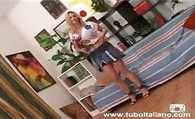 Clarissa Salvi fa un bel pompino in provino porno amatoriale