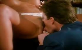 Milf porca inculata in ufficio in scena di sesso classico