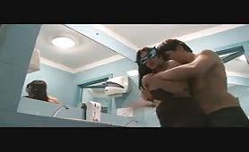 La pugliese Nidya Sex in porno amatoriale in bagno pubblico