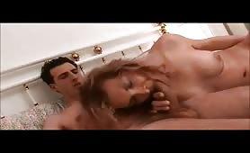 Mamma poppona gode in porno incesto italiano