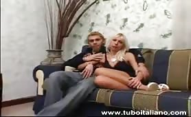 Tiziana, calda fidanzata bona da Bologna scopata in provino porno