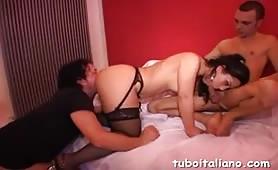 Daniela, moglie ninfomane da Pavia gode in orgia con doppia penetrazione