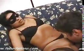 Carmella, moglie italiana esibizionista scopata in lingerie